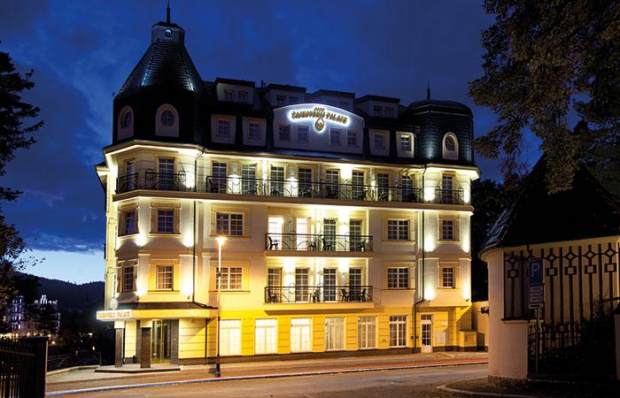 Švihák lázeňský mezi hotely Karlových Varů